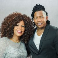 Siblings Michael Tait and Lynda Randle Deliver 'Christmas in July'