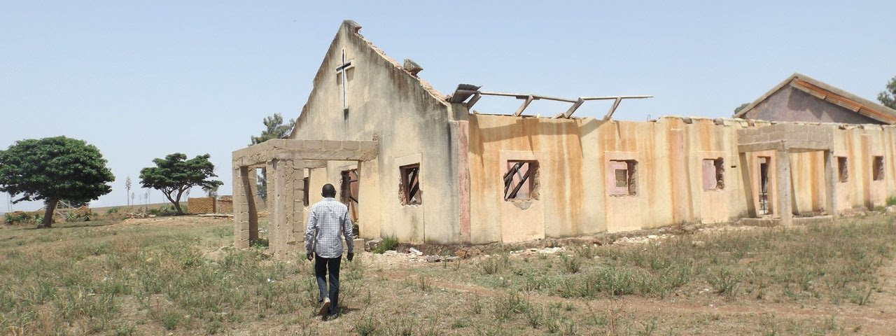 Photo og a burned Nigerian church